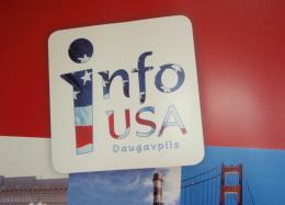 На время закрыт Информационный центр США