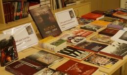 Barikāžu 25. gadadienas atcerei veltīta literatūras izstāde