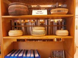 """Tautas lietišķās mākslas studijas """"Klūga"""" darbu izstāde Gaismas bibliotēkā"""